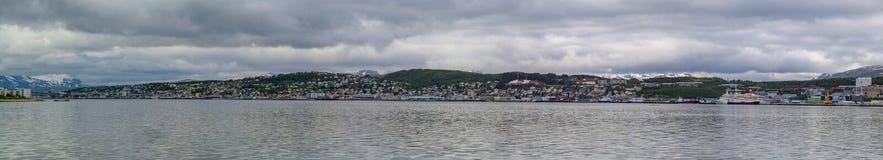 Noruega do norte Panorama realmente largo da cidade de Tromsö fotografia de stock royalty free