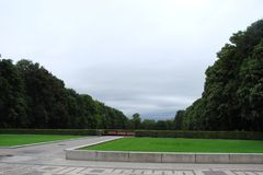 noruega El capital de Oslo Las vistas de los parques y de las calles de la capital noruega en un día nublado del verano fotografía de archivo libre de regalías
