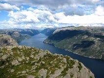 Noruega, fuga a Preikestolen Imagens de Stock