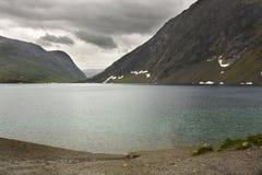 Noruega. Geiranger. Lago mountain. imágenes de archivo libres de regalías