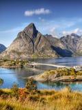 Noruega, paisaje de la montaña de la costa de la naturaleza imagen de archivo libre de regalías