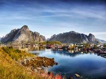 Noruega, paisaje de la montaña de la costa de la naturaleza imágenes de archivo libres de regalías