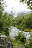 Noruega - parque nacional de Jostedalsbreen - cachoeira Fotos de Stock Royalty Free