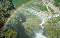 noruega Una vista de Trollstigen del puente del Stigfosse Imagen de archivo