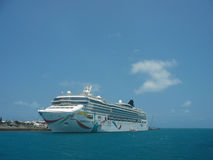 Norvegese Dawn Cruise Ship messa in bacino in Bermude Fotografia Stock