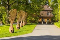 norway oslo Jätte- skulpturer av lönnfrukt sykomorRoen royaltyfria bilder