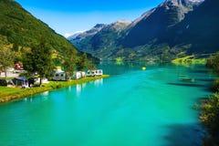 Norwegen, altes Kampieren und Fjordlandschaft stockfotografie