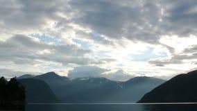 Norwegen-Fjordsonnenuntergang stock video