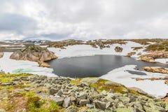 Norwegen-Gebirgsseelandschaft Stockfotos