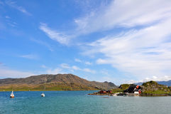 Norwegen-Landschaft mit weniger Stadt lizenzfreie stockfotografie