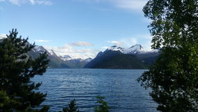 Norwegen-Schnee und Meerwasser Lizenzfreies Stockfoto