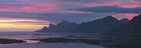 Norweger Lofoten-Küstenlinie morgens Stockfoto
