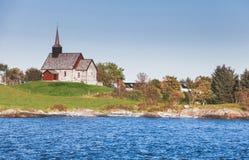 Norwegia Edoya wyspy krajobraz z kościół Zdjęcia Stock