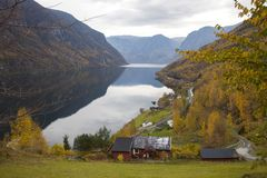 Norwegia, kraj w jesieni, Obrazy Royalty Free
