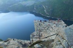 Norwegia lata turystyki góry Preikestolen zdjęcie stock