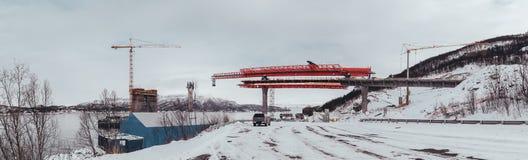 Norwegia Narvik Halogaland most jest zawieszenia mostem w budowie nad Rombaksfjorden zdjęcia royalty free