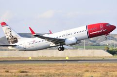 Norwegian airlines maniobre of elevation at final piste of alicante airport Royalty Free Stock Images
