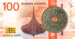 5 norwegian coin against new 100 norwegian krone bank note royalty free stock photos