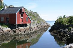 Norwegian cottage near the sea. Pile dwelling on the rocks in the most southern village, named Å of the island Moskenesøy, one of the islands of the Lofoten in Stock Photos