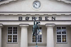 The Norwegian Stock Exchange Oslo Børs with statue Royalty Free Stock Photos