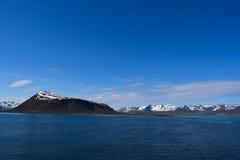 Norwegische Berge mit Schnee Stockfoto