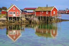 Norwegische Fischenhütten stockfotografie