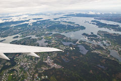 Norwegische Fjorde gesehen vom Flugzeug stockfoto