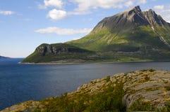 Norwegische Fjordlandschaft lizenzfreie stockfotos