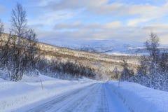 Norwegische Grafschafts-Straße 86 im Winter Lizenzfreie Stockfotografie