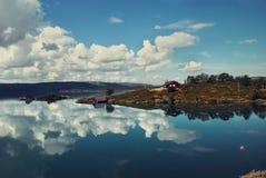 Norwegische Seelandschaft Stockfoto