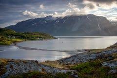 Norwegischer Fjord mit Insel Stockfotografie