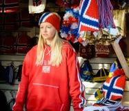 Norwegischer Warenshop und junges Mädchen Lizenzfreie Stockbilder