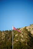 Norwegischer Wimpel auf einer Pfostenvertikale Stockbilder