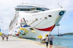 Norwegisches Schiff NCL Star Cruise angekoppelt am Phillipsburg-Kreuzfahrt-Hafenterminal in Sint Maarten lizenzfreies stockfoto
