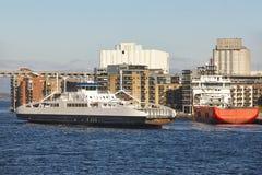 Norwescy promy w Stavanger miasta schronieniu Norwegia Transportati Fotografia Royalty Free