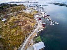 Norweska łososiowa fabryka na wybrzeżu Norwegia obraz stock