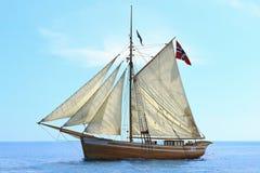 Norweski żeglowanie statek przy morzem Fotografia Stock