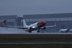 Norweski Lotniczej linii płaski zdejmować od Monachium lotniska, MUC zdjęcie royalty free