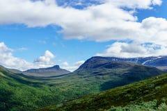 Norweski vallefy w górach w ciężkich chmurach Zdjęcie Stock