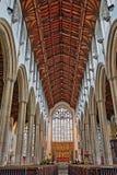 NORWICH, HET UK - 5 JUNI, 2017: Het binnenland van de Kerk van St Peter Mancroft met kolommen en een prachtig dak met woodcarving royalty-vrije stock afbeelding