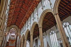 NORWICH, HET UK - 5 JUNI, 2017: Het binnenland van de Kerk van St Peter Mancroft met kolommen en een prachtig dak met woodcarving stock foto