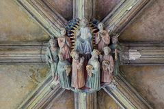 NORWICH, REINO UNIDO - 3 DE JUNHO DE 2017: Chefe esculpido no teto do claustro na catedral de Norwich fotografia de stock