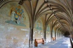NORWICH, REINO UNIDO - 5 DE JUNHO DE 2017: O claustro na catedral de Norwich com pinturas, cofres-forte e os chefes esculpidos no imagens de stock