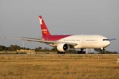Norwind Boeing 777 na luz do por do sol Imagem de Stock