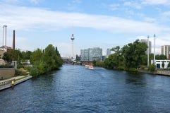 Nos bancos da série. Berlim. imagens de stock