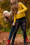 Nos estamos divirtiendo en las maderas Foto de archivo libre de regalías