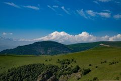 Nos montes do Monte Elbrus Fotografia de Stock Royalty Free