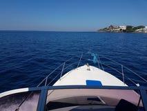 Nos sekcja jachtu podr??ny zach?d w Batangas zatoce obraz royalty free