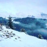Nossa montanha coberta com a neve foto de stock