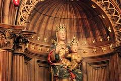 Nossa senhora da coluna na catedral de Chartres Fotos de Stock Royalty Free